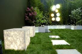 Immagini Di Giardini Moderni : Illuminazione giardini goccioline irrigazioni